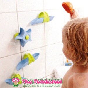 sensory play for older babies and toddler_water play~TheToadstool.co.uk